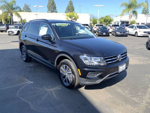 Pre-Owned 2020 Volkswagen Tiguan SE FWD Small Sport Utility Vehicles 2WD